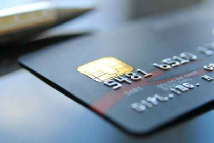 Credit_card_close-up_svort_Fotolia